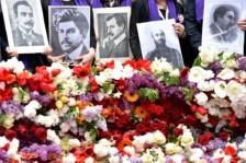 الارمن يحيون ذكرى ضحايا الابادة في 24 نيسان/ابريل 2015 في يريفان.