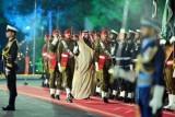صور نشرها مكتب الإعلام في باكستان لولي العهد السعودي الأمير محمد بن سلمان عند وصوله إلى إسلام أباد بتاريخ 17 فبراير 2019