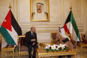 رئيس مجلس الوزراء الكويتي الشيخ جابر المبارك الصباح يحادث رئيس الوزراء الأردني عمر الرزاز