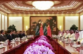 الرئيس الصيني مجتمعا مع ولي العهد السعودي والوفد المرافق له