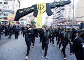 عناصر من حزب الله في بيروت خلال عرض عسكري - أرشيفية