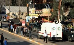 سيارات اسعاف تنقل قتلى وجرحى بعد غرق العبارة في الموصل في 21 اذار/مارس 2019