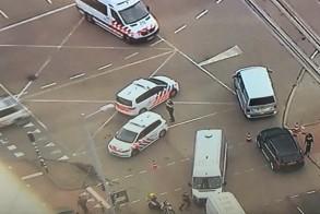 سيارات الأسعاف والشرطة في مكان الحادث