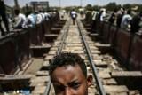 الجيش السوداني يطلب من المتظاهرين رفع الحواجز قرب مقره العام