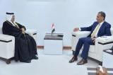 وكيل الخارجية العراقية نزار الخير الله مع السفير البحرينيِّ في بغداد صلاح المالكي