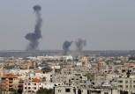 الدخان يتصاعد من غزة بعد قصف اسرائيلي