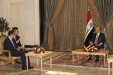 الرئيس العراقي برهم صالح لدى تسلمه أوراق اعتماد السفير الصيني تاو الشهر الماضي