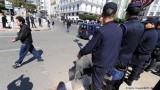 محام جزائري انتقد القضاء يقول إنّ 14 تهمة وجّهت إليه
