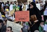 طلاب جزائريون يتظاهرون في 7 مايو 2019 مطالبين برحيل النظام في وسط العاصمة الجزائرية