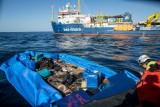 السماح لعائلات تم انقاذها قبالة ليبيا بالنزول في ايطاليا