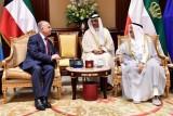 وزير الخارجيَّة العراقي مجتمعا مع أمير الكويت الشيخ صباح الأحمد الجابر الصباح