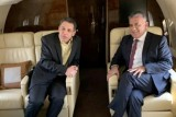 صورة نشرتها المديرية العامة للأمن العام اللبناني للمدير العام للأمن العام اللواء عباس ابراهيم (يمين) ونزار زكا على متن طائرة تقلهما إلى بيروت