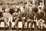 ساسون حسقيل يتوسط في بغداد مجموعة من اليهود العراقيين