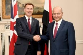 الرئيس العراقي ملتقيا في لندن مع وزير الخارجية البريطاني جيرمي هانت