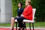 ميركل تجلس مجددًا خلال مراسم استقبال رئيسة وزراء مولدافيا