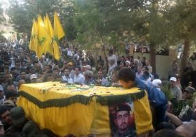 حزب الله يشيّع أحد قتلاه الذين سقطوا في سوريا