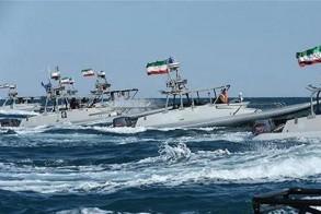 زوارق بحرية ايرانية في مضيق هرمز