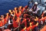 أوشن فايكينغ تنفّذ عملية إنقاذ إضافية وبات على متنها 356 مهاجراً