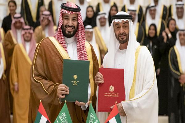 محمد بن سلمان خلال زيارة له إلى الإمارات