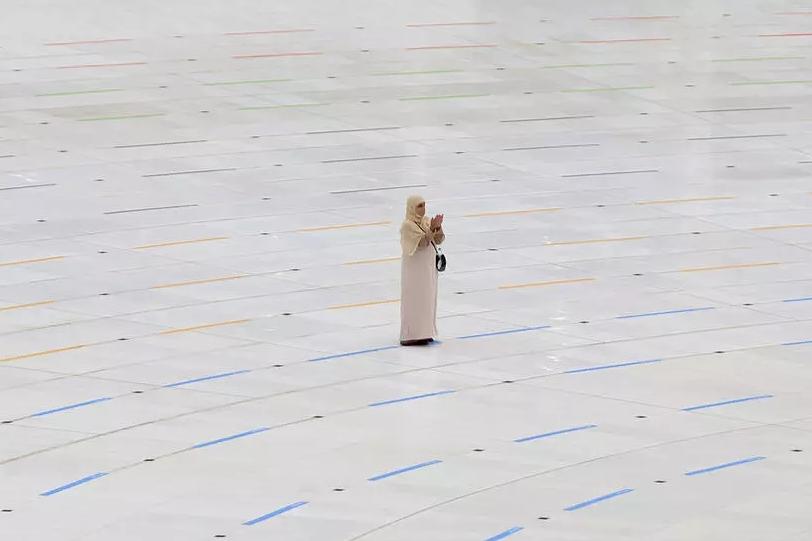 السعودية نيوز |  فلتبدأ الرحلة: الحجاج يغادرون العزل لبدء المناسك