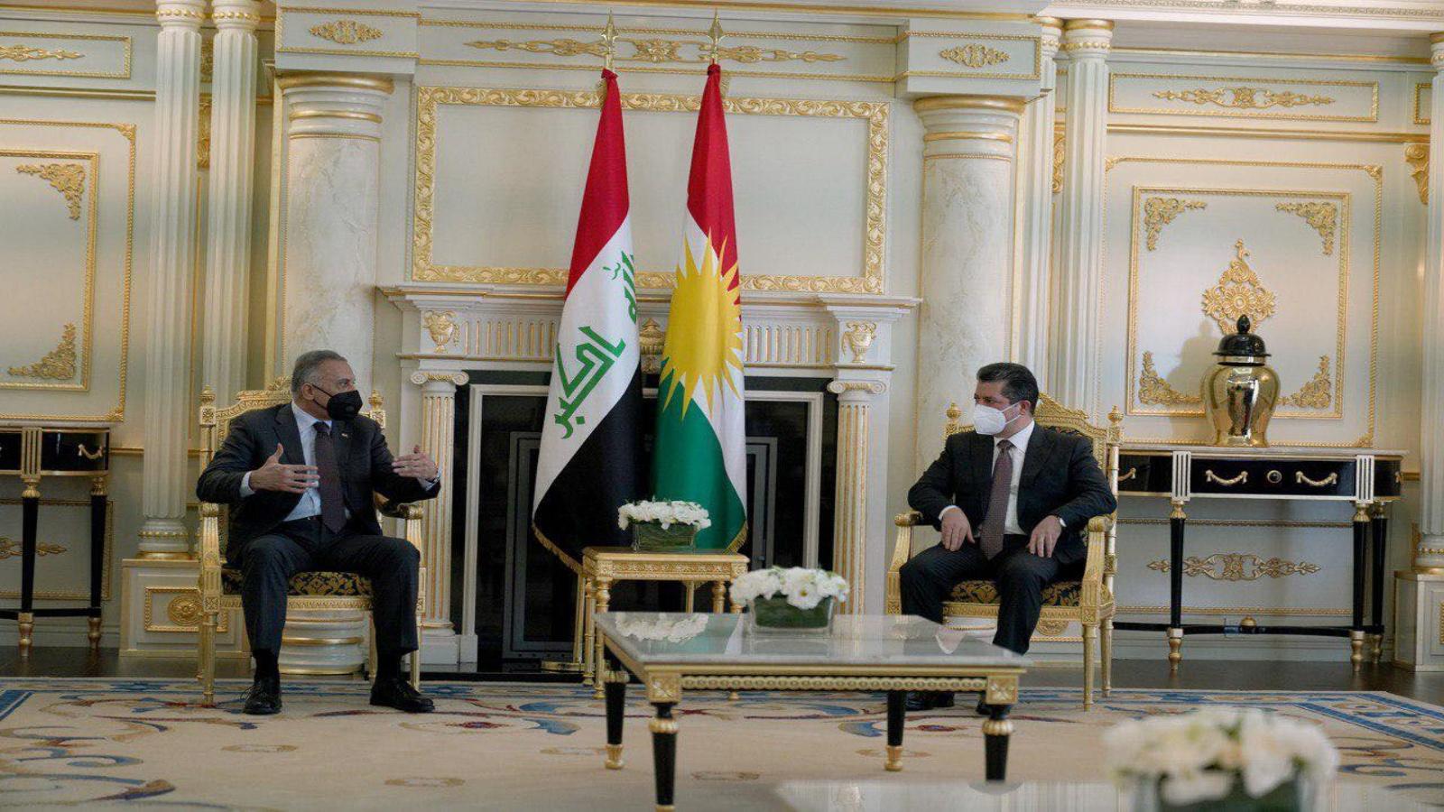 الكاظمي مجتمعا في اربيل مع رئيس وزراء اقليم كردستان مسرور بارزاني