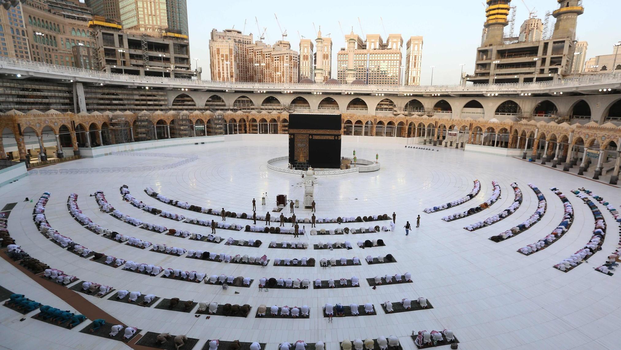 السعودية نيوز |  الداخلية السعودية: السماح بأداء العمرة تدريجياً داخل المملكة