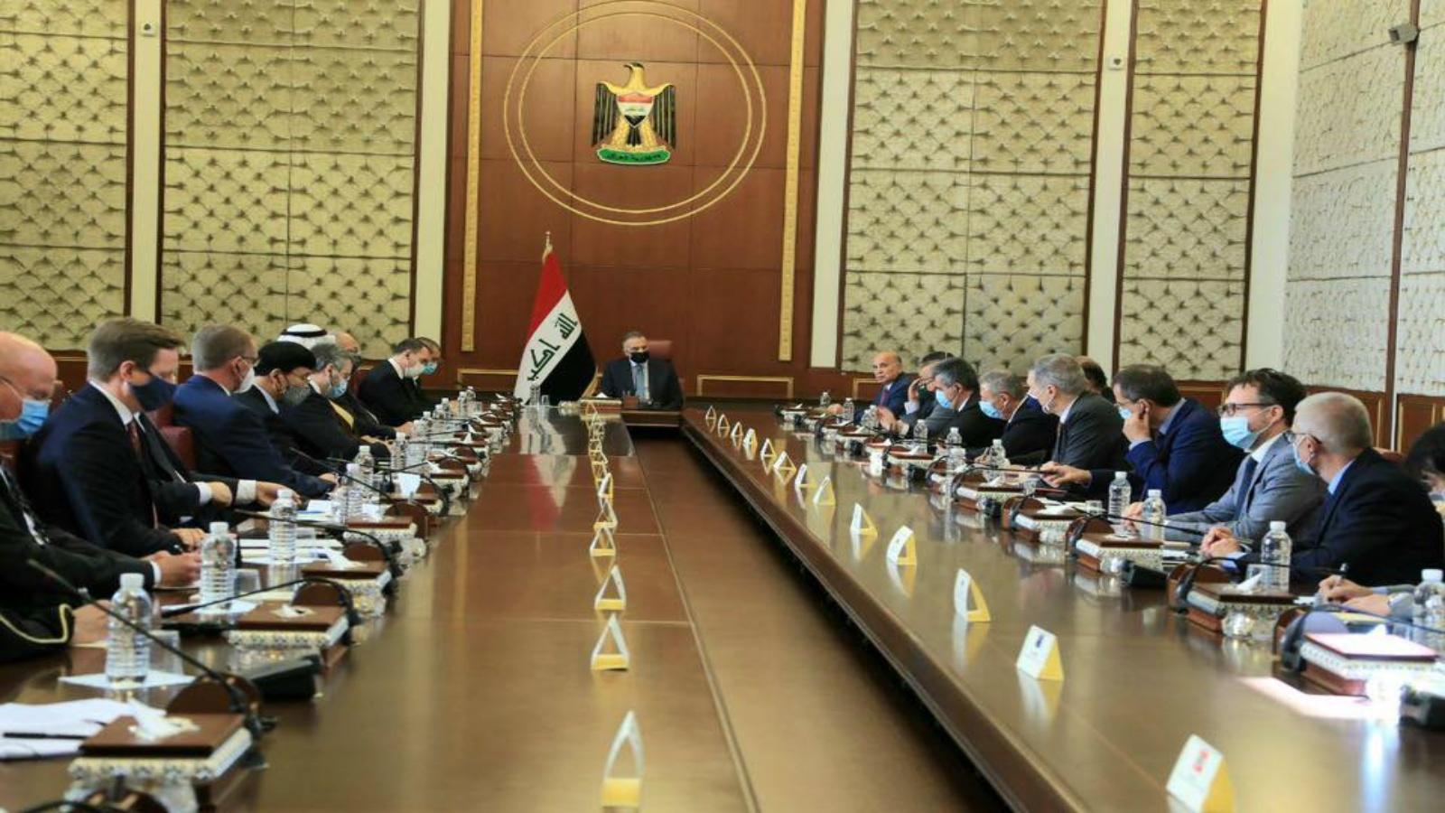 الكاظمي مجتمعا في بغداد اليوم مع السفراء العرب والاجانب