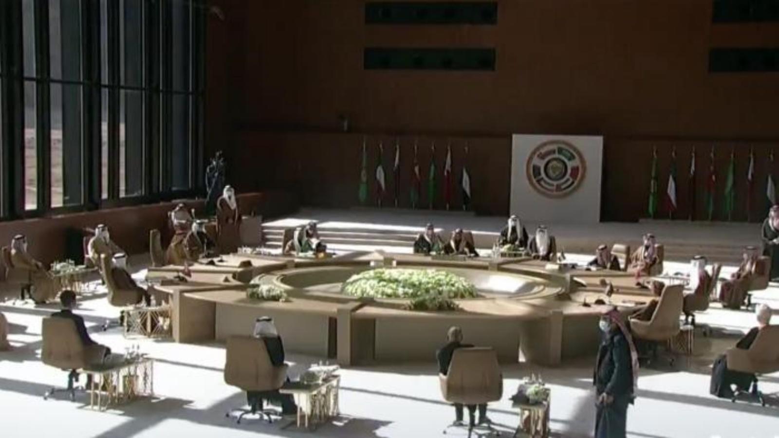 """السعودية نيوز    قادة الخليج يوقعون بيانا لتأكيد """"التضامن والاستقرار"""" وفق ولي العهد السعودي"""