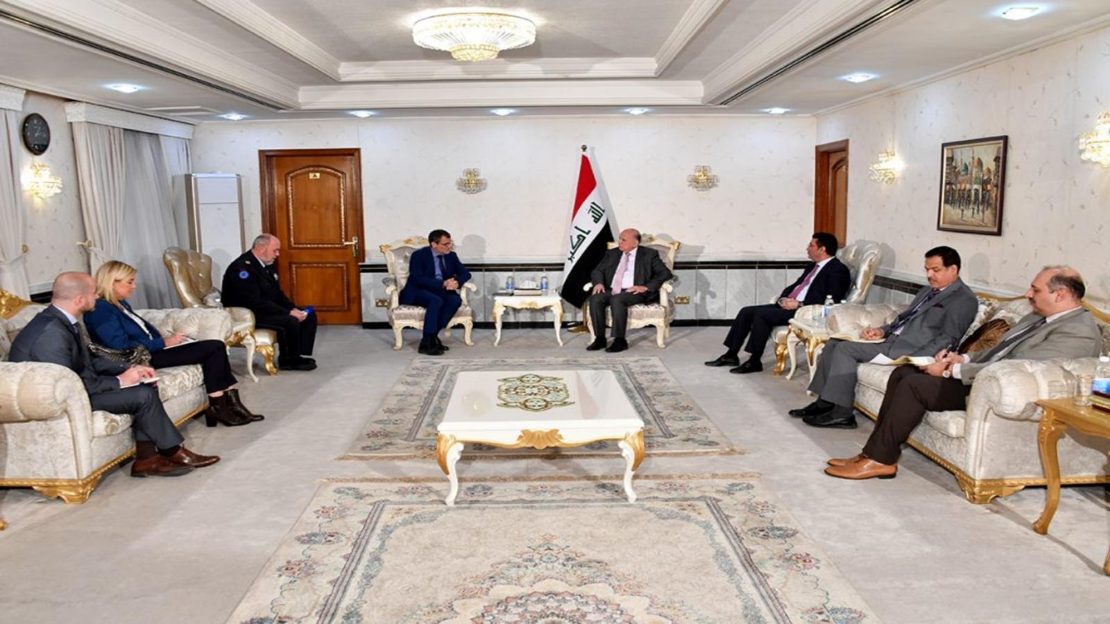 وزير الخارجية العراقي مجتمعا مع سفير الاتحاد الاوروبي في بغداد