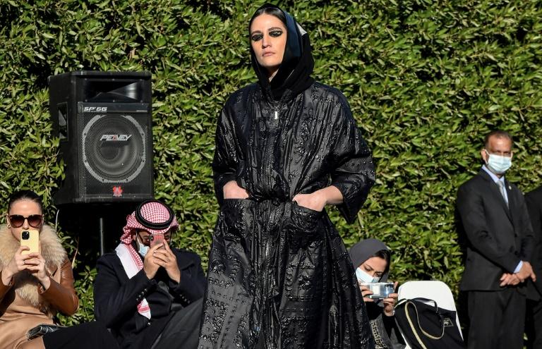 السعودية نيوز    عرض أزياء نادر في السعودية لعباءات أنيقة