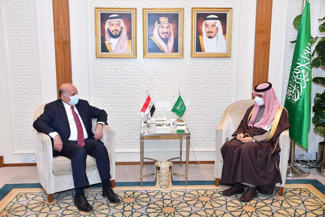 وزيرا الخارجية العراقي والسعودي خلال اجتماعهما في الرياض