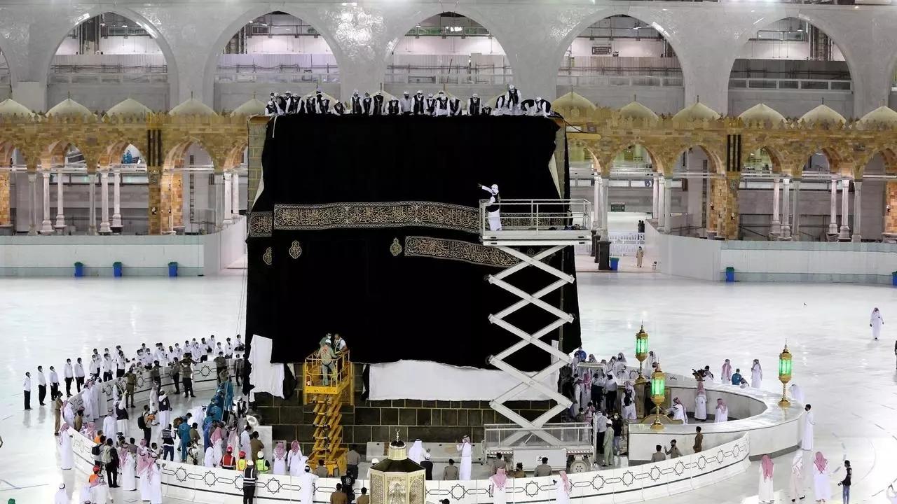 السعودية نيوز |  السعودية تستأنف أداء العمرة تدريجيا مع إجراءات احترازية