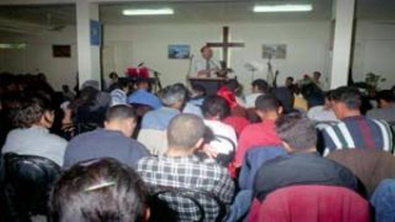 يشير بعض المتابعين إلى أن تهميش الأمازيغ في الجزائر يدفع ببعضهم نحو المسيحيّة