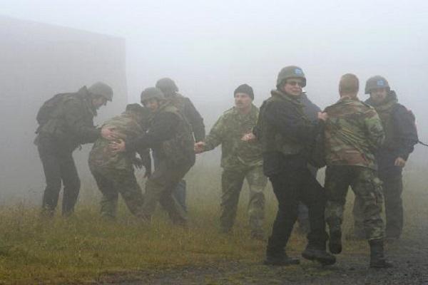 عناصر من منظمة حظر الاسلحة الكيميائية يتدربون في فيلدفليكن 16 تشرين الاول/اكتوبر 2013