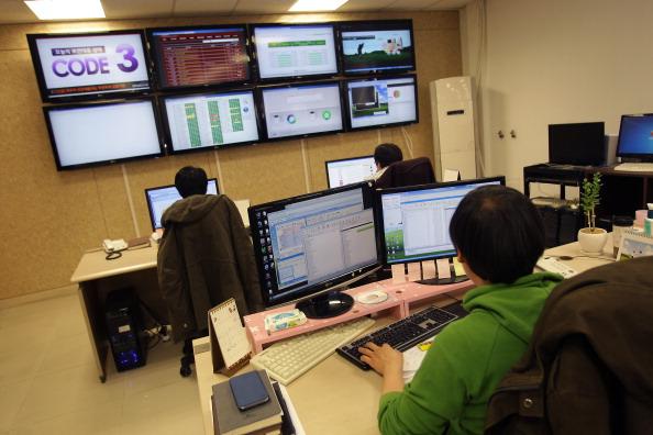 خبراء في شركة امنية يحاولون تتبع الهجمات ضد كوريا الجنوبية