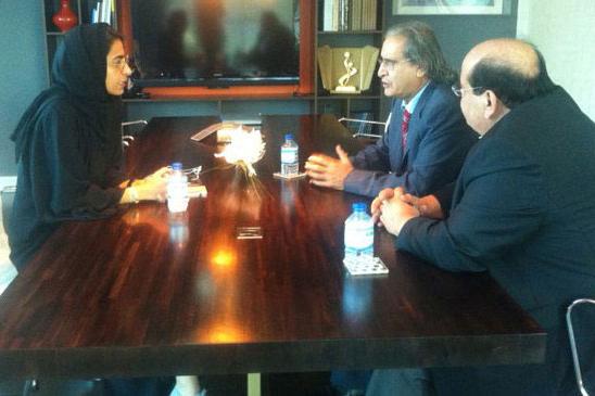 ناشر إيلاف عثمان العمير مع نورة الكعبي وتاج الدين عبد الحق