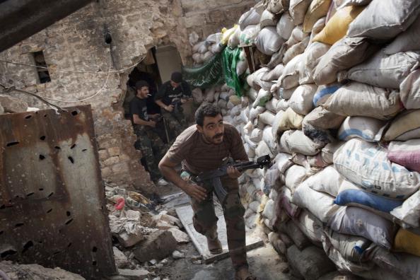 أحد عناصر الجيش السوري الحرّ في حلب