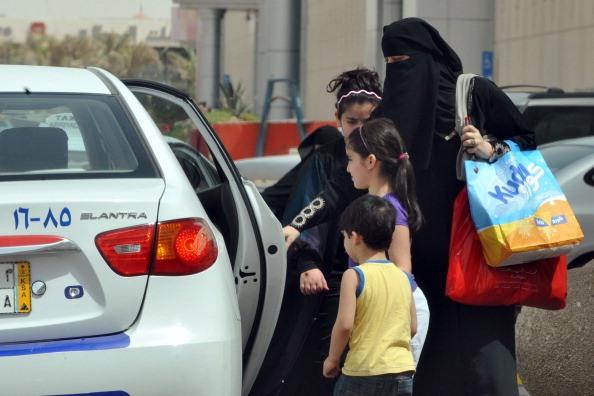 حظر قيادة المرأة السعودية للسيارات لا يستند إلى نص شرعي