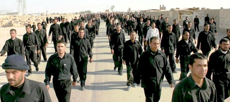 متطوعون شيعة عراقيون في مخيم تدريب قبل توجههم إلى سوريا