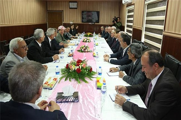 بارزاني يشرف على توقيع اتفاق الادارة الكردية الذاتية في سوريا