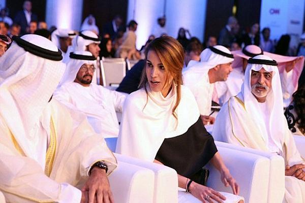 الملكة خلال حضورها قمة أبو ظبي الاعلامية