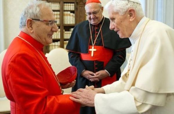 البابا بينديكتوس السادس عشر خلال لقاء مع الكاردينال دلي
