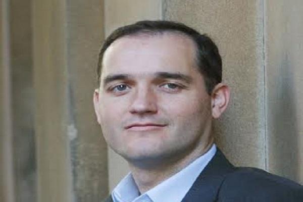 روس داوسون، الباحث العالمي المختص في دراسات المستقبل