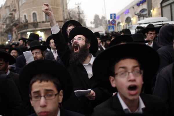 الآلاف من اليهود المتطرفين يتظاهرون في القدس ضد خطط لاخضاعهم للخدمة العسكرية