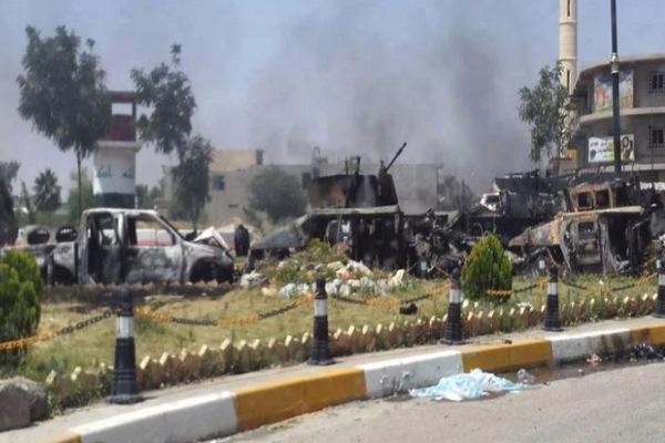 آليات محطمة في احدى ساحات الموصل
