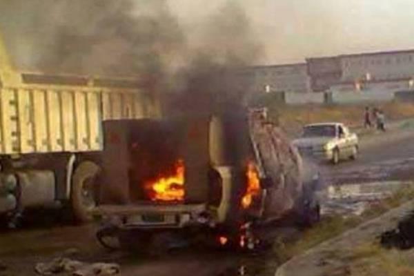 عجلة عسكرية تحترق في الموصل