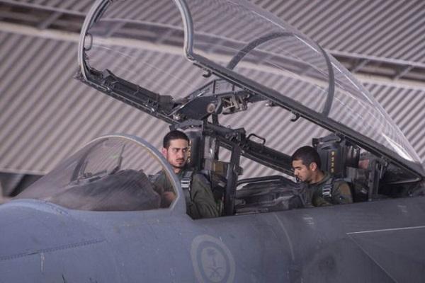 الأمير خالد بن سلمان بعد عودته من غارة ضد