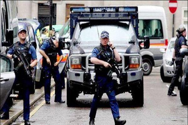 الشرطة البريطانية تشن حربًا ضد المتطرفين