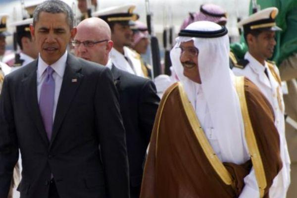 رئيس الاستخبارات السعودي الأمير خالد بن بندر برفقة الرئيس الأميركي باراك أوباما في الرياض