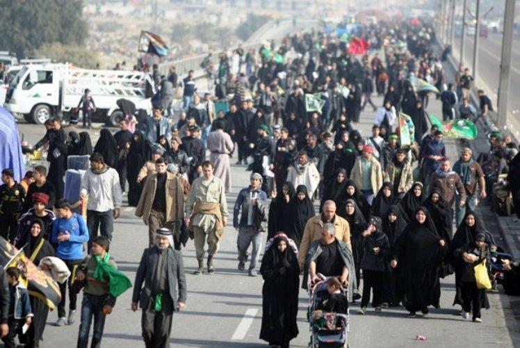حشود من العراقيين متوجهة الى كربلاء